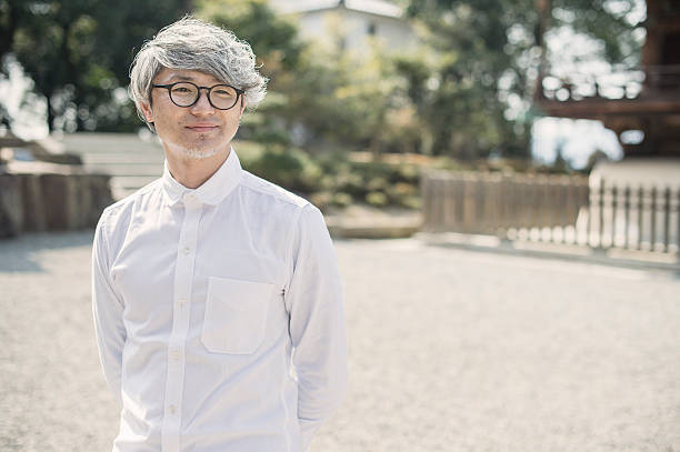 Retrato de hombre asiático - foto de stock