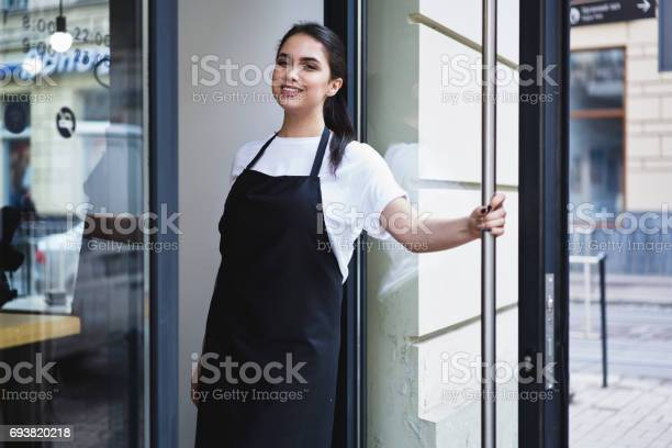 Portrait of attractive female barista working in cafeteria picture id693820218?b=1&k=6&m=693820218&s=612x612&h=dzng1urip6q ovnbjn9wsyutm2e5bcy6rps3b7qbbyy=