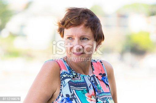 Tinder mujer madura cabello rojo