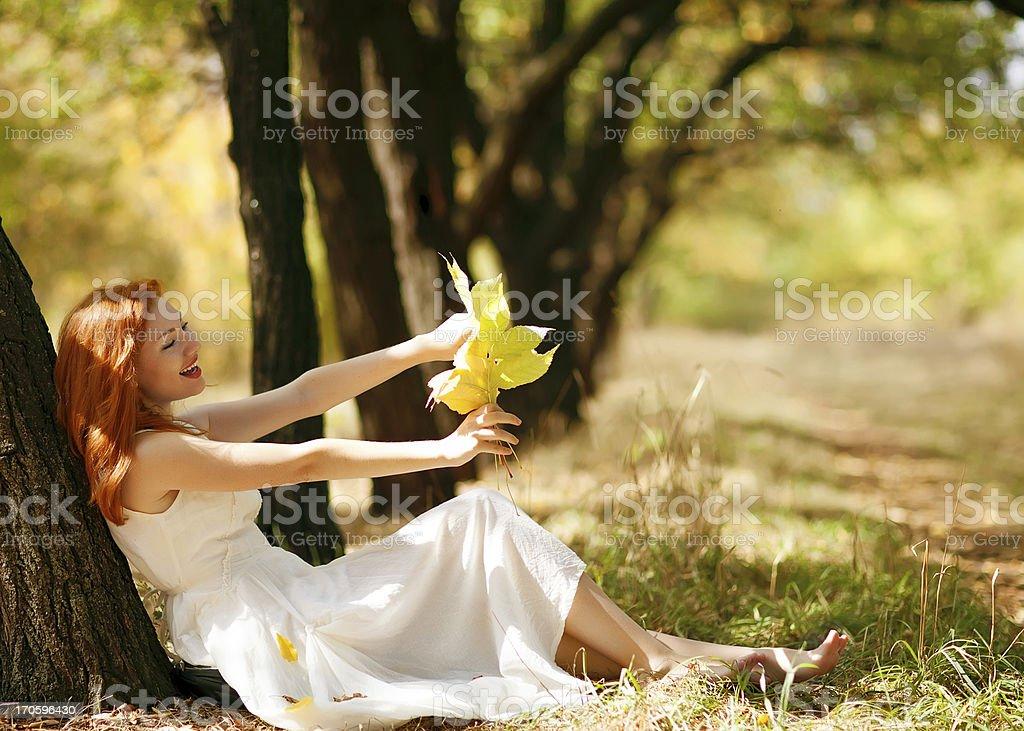 Porträt der glückliche Frau im Herbst – Foto