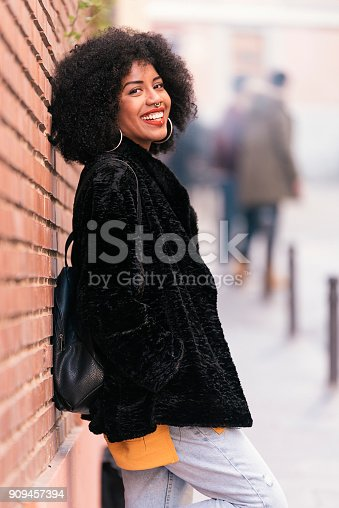 istock Portrait of beautiful afro american woman. 909457394