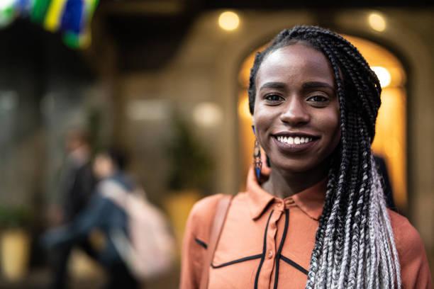 Portrait of beautiful afro woman picture id959626780?b=1&k=6&m=959626780&s=612x612&w=0&h=rookrpsfohi0qyrxptlhlqowuyldohoslt qlptr3ou=