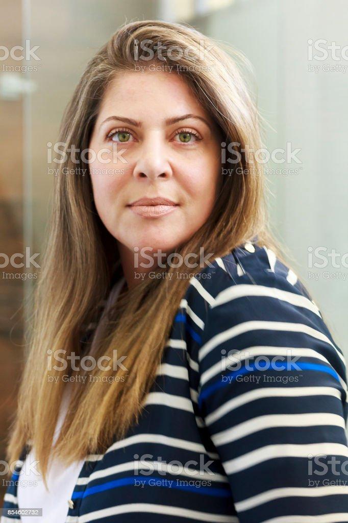 Retrato de uma bela mulher madura brasileira - foto de acervo
