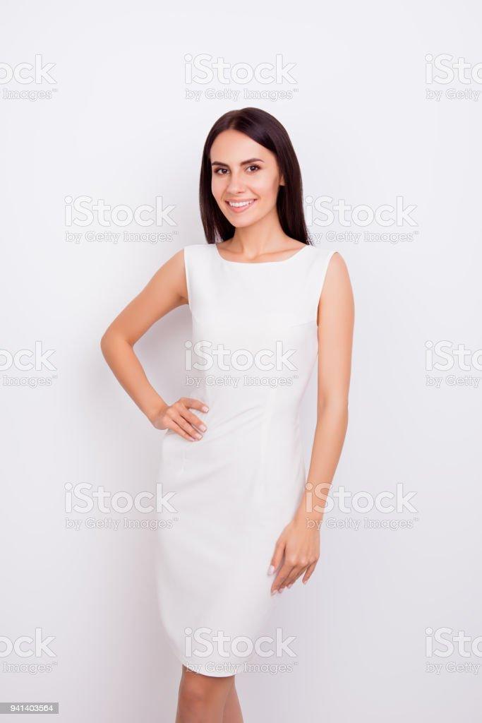 Retrato De Chica Hermosa Elegante En Fondo Blanco Ella Está