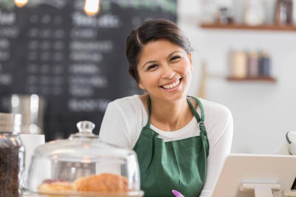 Porträt von schönen weiblichen barista – Foto