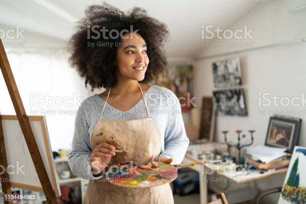 Portrait of beautiful fine artist with palette and paintbrush picture id1134484963?b=1&k=6&m=1134484963&s=612x612&h=ablh1xxwjqw 1itzm9k6g1nddqtbrwlbwecs4tqiydw=