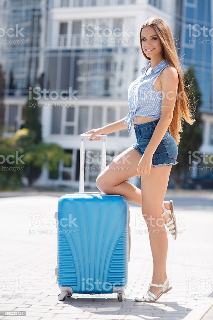Portrait of beautiful girl with blue suitcase foto royalty-free