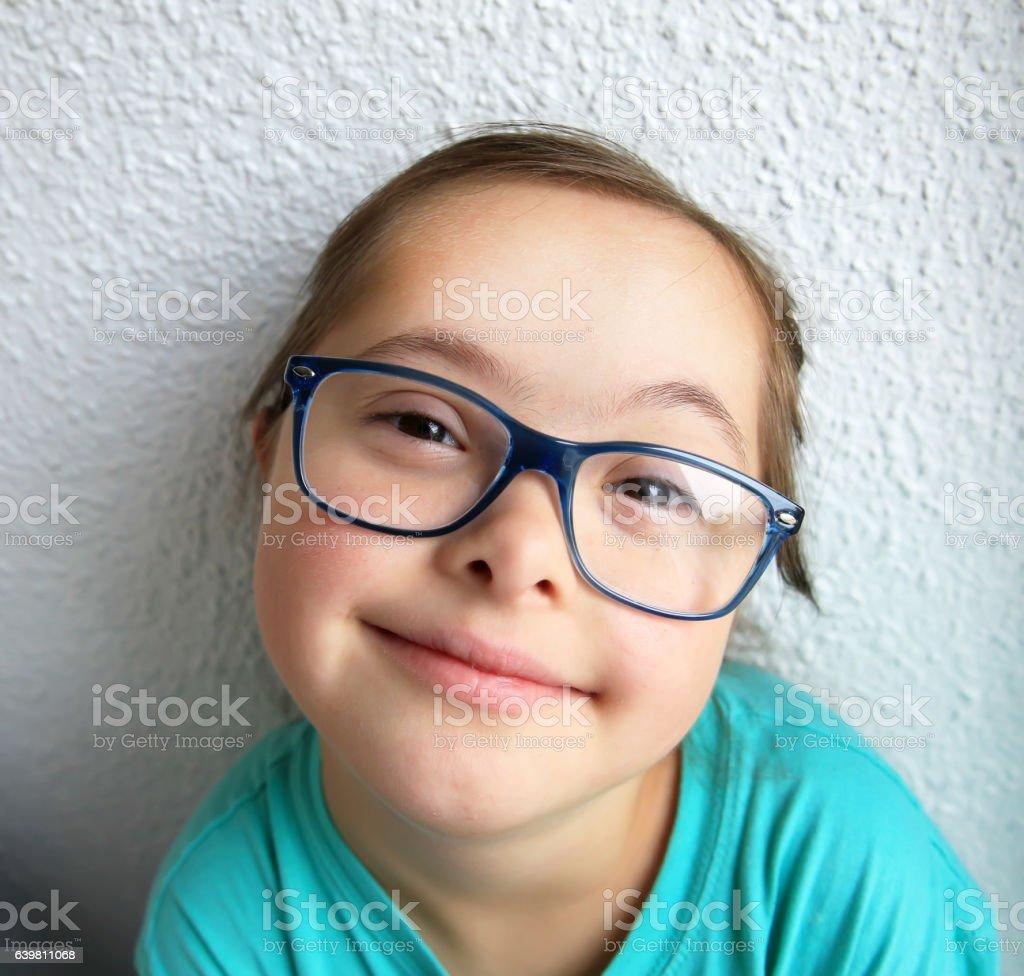 Ritratto di una bella ragazza con gli occhiali - foto stock