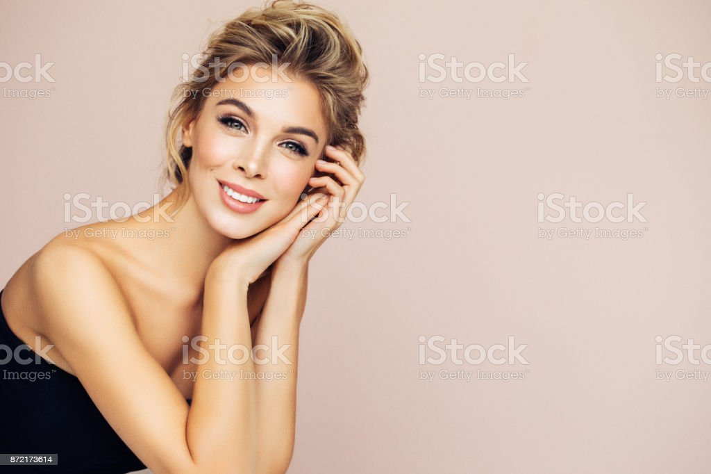 Portrait of beautiful happy blonde woman - foto stock