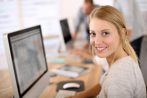 Porträt des schönen Büroberuf – Foto
