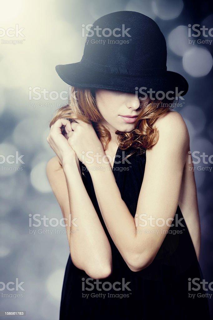 세로는 아름다운 빨간 머리 소녀 합니다. royalty-free 스톡 사진