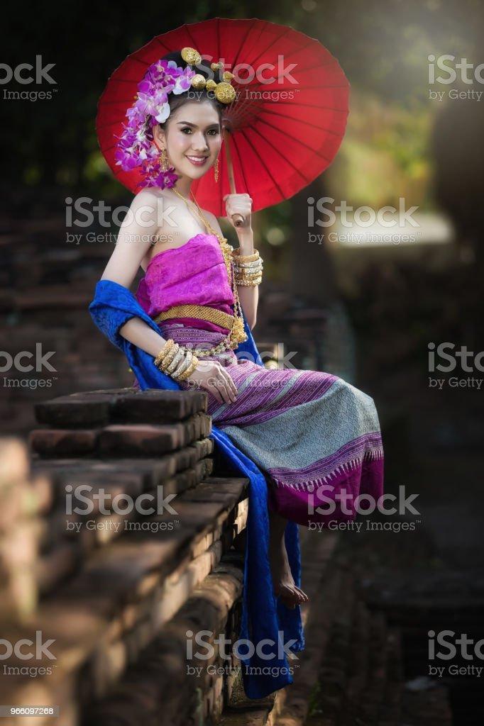 Portret van mooie landelijke Thaise vrouw Thaise jurk dragen in Chiang Mai, Thailand - Royalty-free Antiek - Toestand Stockfoto