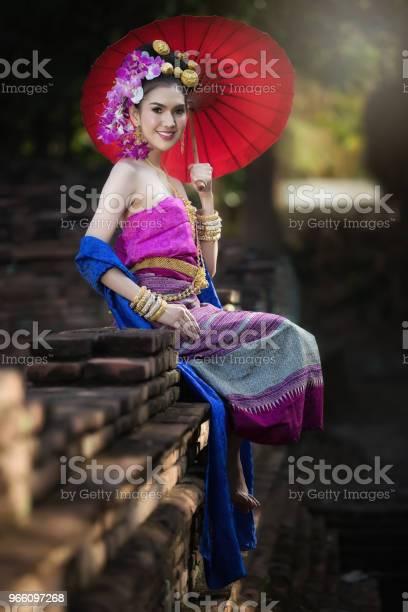 Porträtt Av Vackra Landsbygden Thailändska Kvinna Bära Thailändska Klänning I Chiang Mai Thailand-foton och fler bilder på Asiatiskt och indiskt ursprung