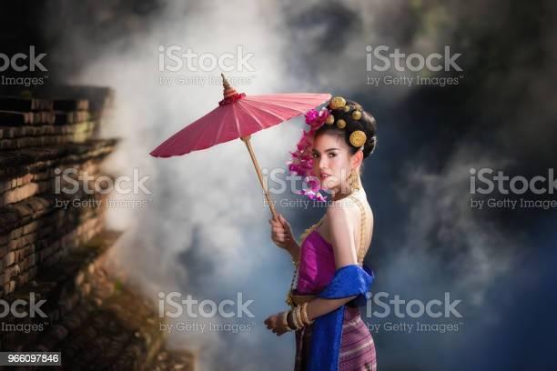 Porträt Der Schönen Ländlichen Thaifrau Thai Kleid Tragen In Chiang Mai Thailand Stockfoto und mehr Bilder von Asiatischer und Indischer Abstammung
