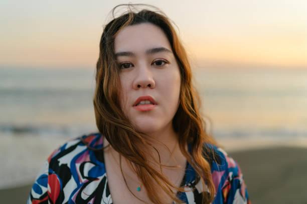 海の美女の肖像 - real bodies ストックフォトと画像