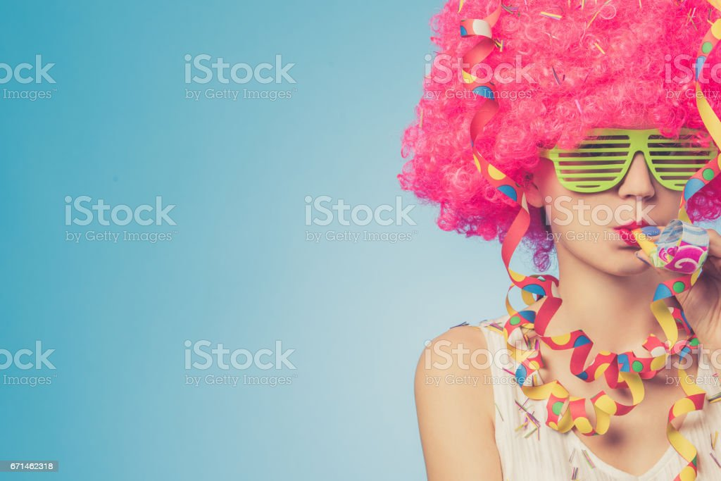 Portrait of beautiful woman in pink wig and green glasses - foto de acervo