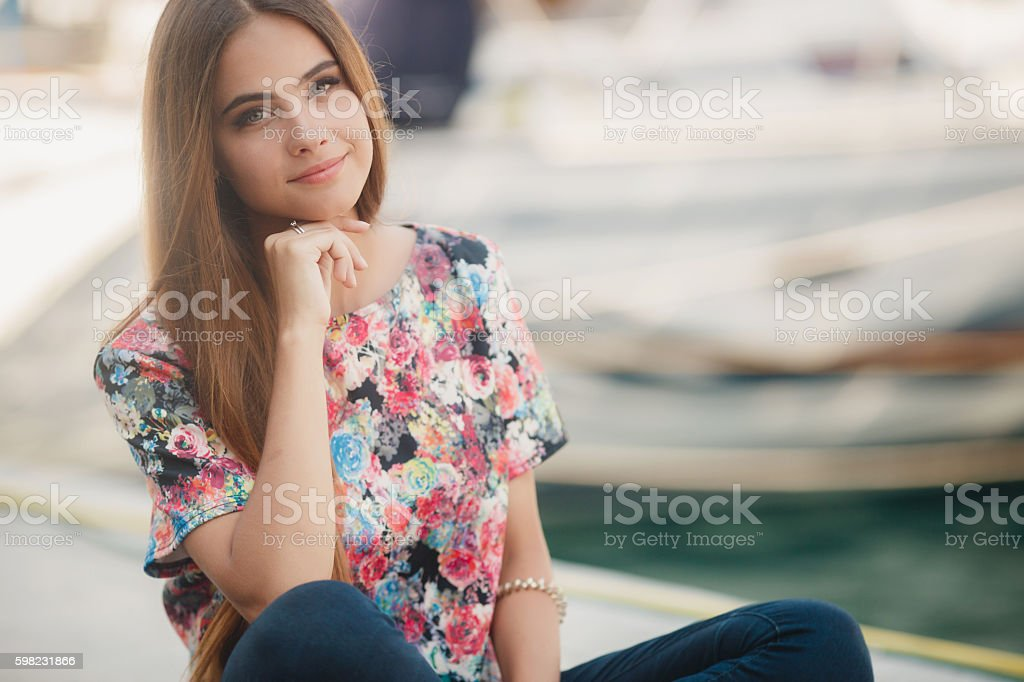 Portrait of beautiful woman outdoors in summer foto royalty-free
