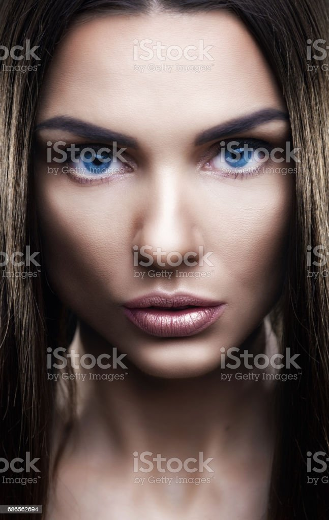 Portrait of beautiful woman with glistening hair in studio foto stock royalty-free