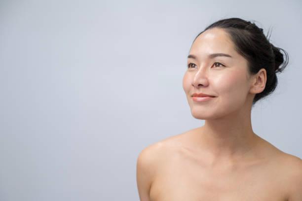 美しい若いアジアの女性の肖像、自然なメイクと清潔感のある肌 - スタジオ 日本人 ストックフォトと画像