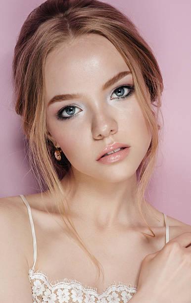porträt von schöne junge braut mode sexy isoliert. schmuck und - ohrringe tropfen stock-fotos und bilder