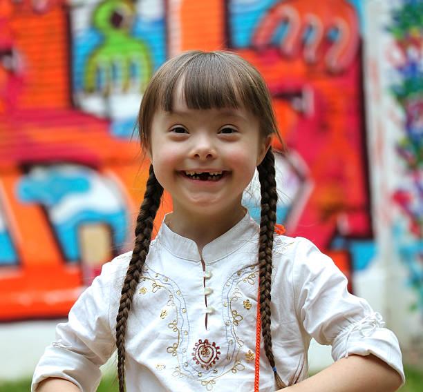 porträt von schöne junge glücklich. - sprüche kinderlachen stock-fotos und bilder