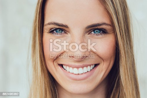 882495390 istock photo Portrait of beautiful young woman 882495382
