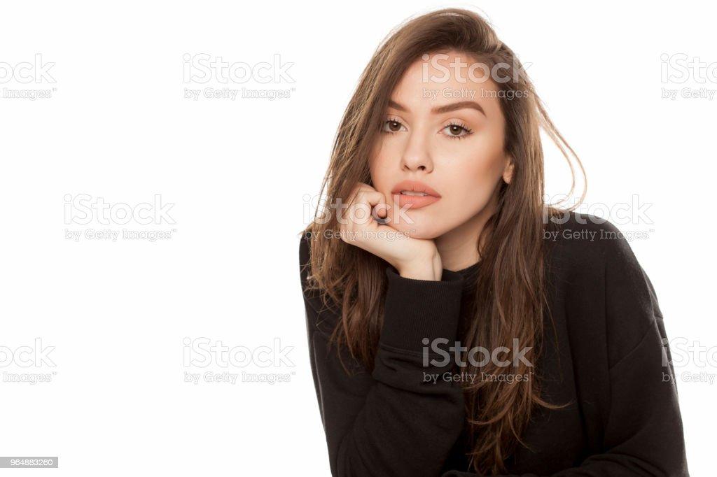 adolescent noir penché sur orgasmes féminins crémeux