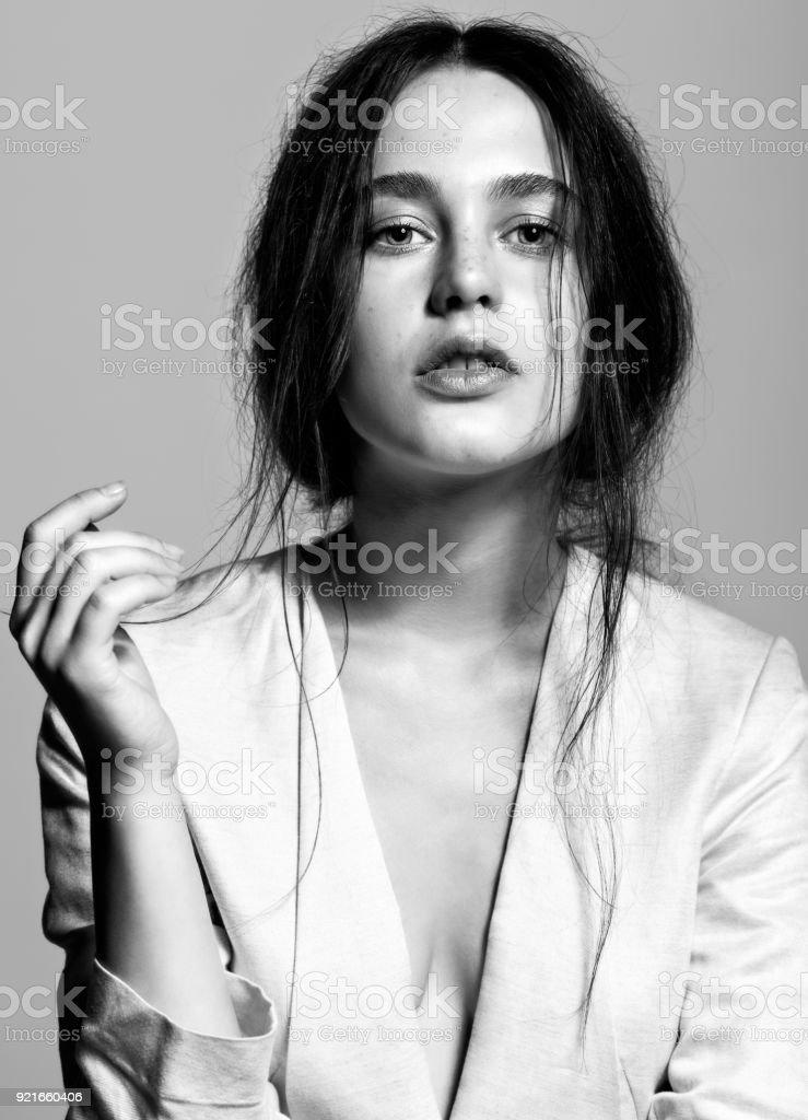 Porträt von Schönheit junge Brünette Frau Porträt im