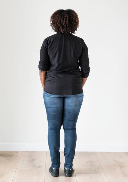 porträt des afroamerikanischen ganzkörper - rawpixel woman stock-fotos und bilder