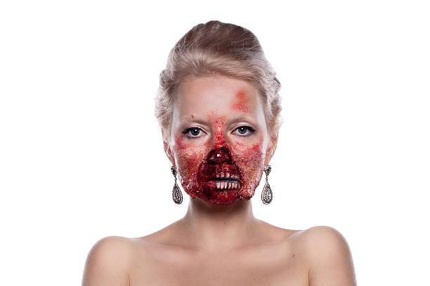 porträt eines blonden bloody zombies in festlichen make-up, isoliert auf - teufel schminken stock-fotos und bilder