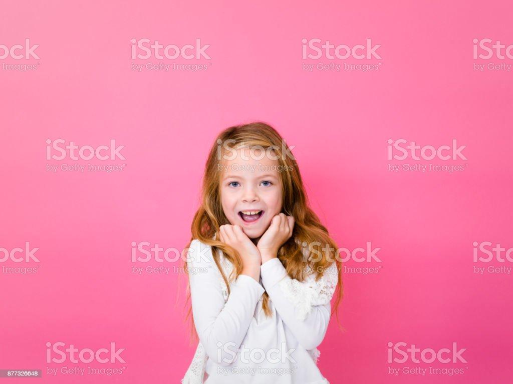 Porträt der hübschen Blondine vor rosa Hintergrund mit verschiedenen Emotionen – Foto