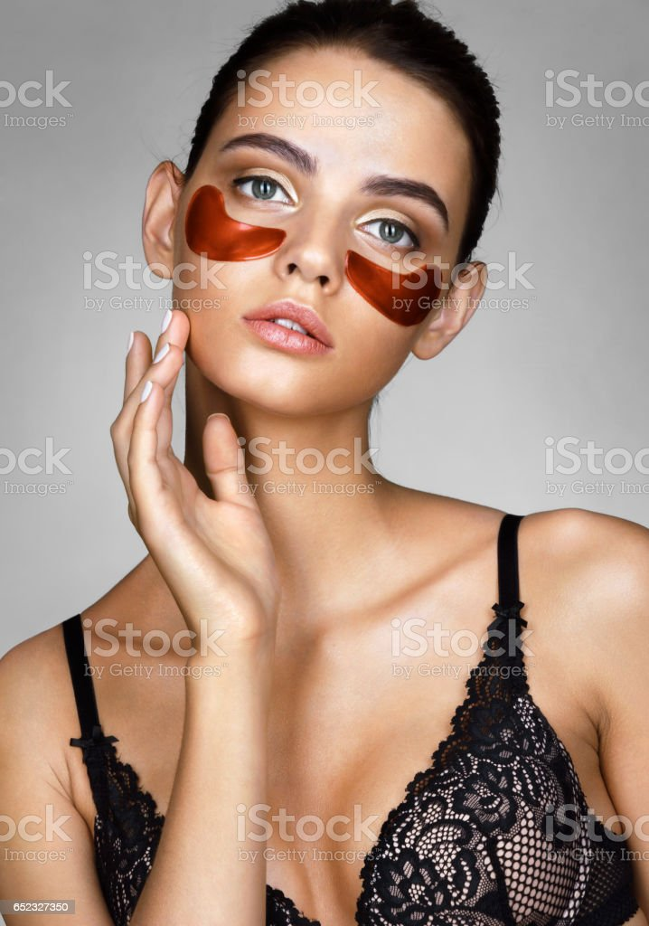 Portrait of brunette woman touching hand her face. – Foto
