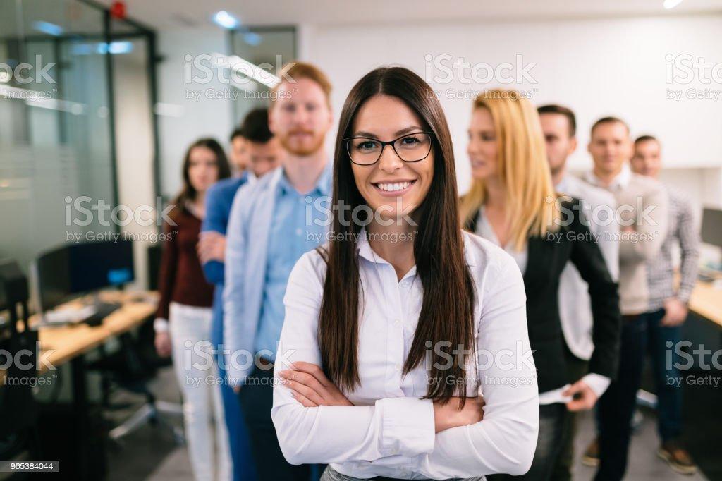 비즈니스 팀 사무실에서 포즈의 초상화 - 로열티 프리 Employee 스톡 사진