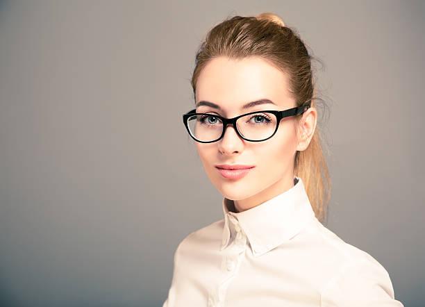 Porträt von Business-Frau mit Brille – Foto