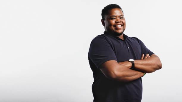 Porträt eines fröhlichen afrikanischen Mannes – Foto
