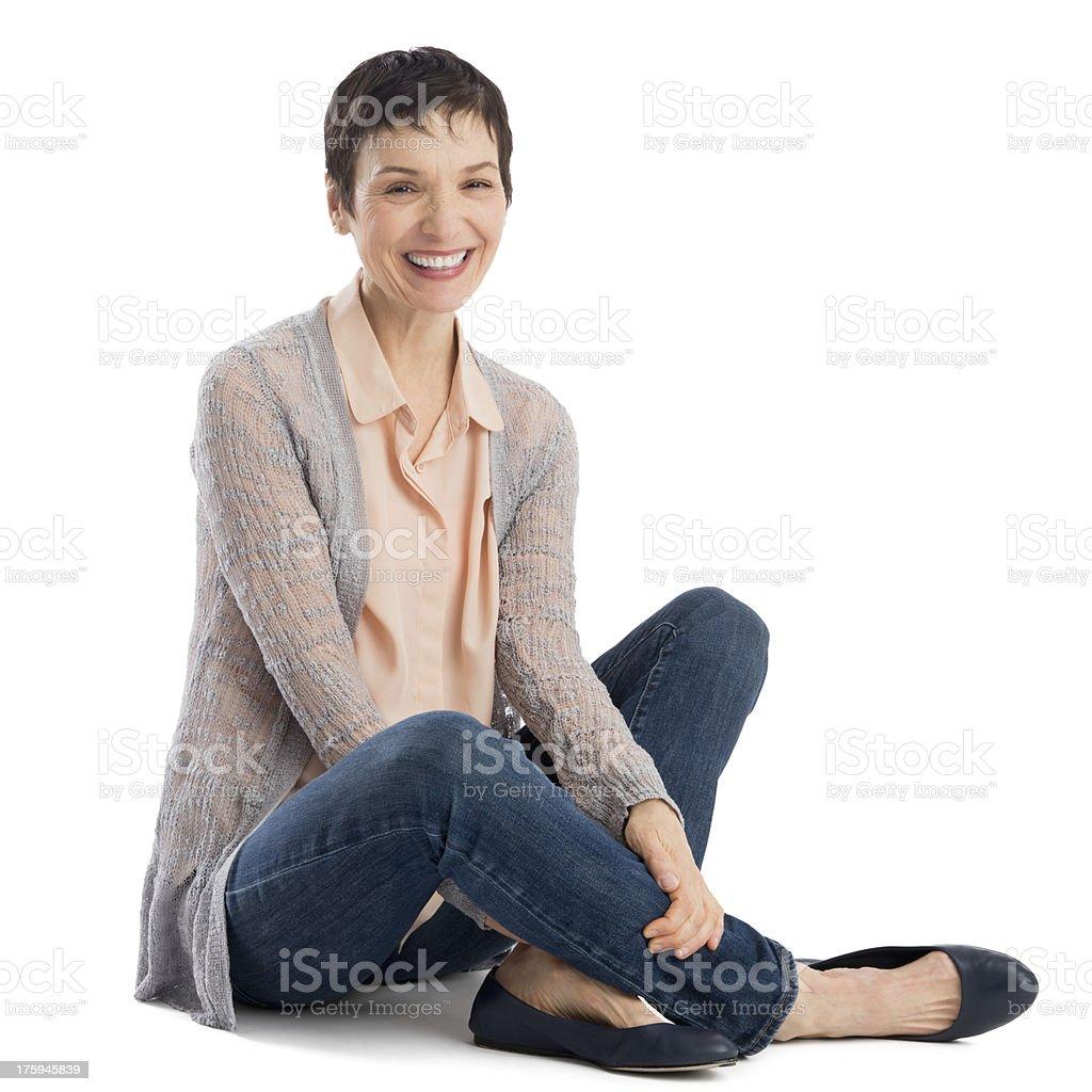 Joyeux Portrait de femme d'âge mûr assis - Photo