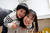 子供と母親の肖像