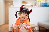 ハロウィーンの衣装を着た子供の肖像