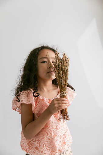 Portret Van Kinderen En Droge Kruid Stockfoto en meer beelden van 4-5 jaar