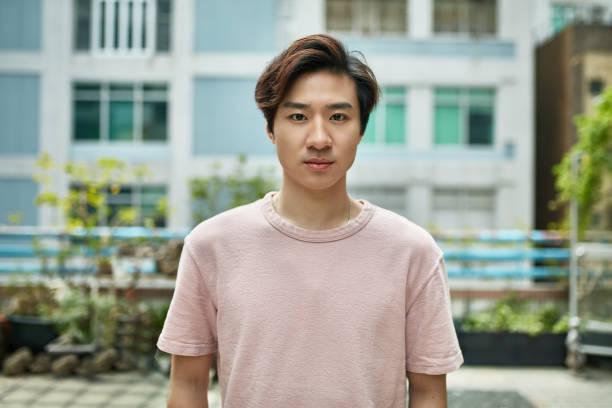 Porträt des selbstbewussten Geschäftsmannes auf der Terrasse – Foto