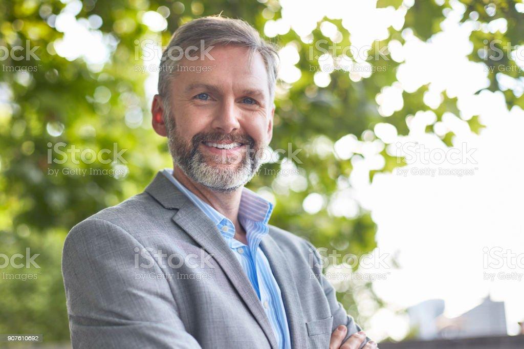 Porträt von zuversichtlich Geschäftsmann in formalen – Foto
