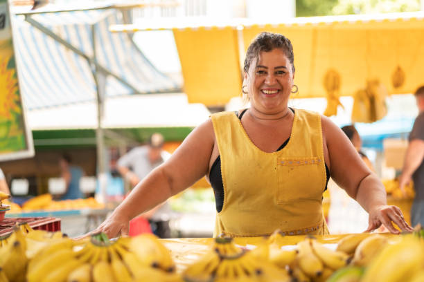 Portrait of confident owner - Selling bananas at farmers market Business owner market vendor stock pictures, royalty-free photos & images