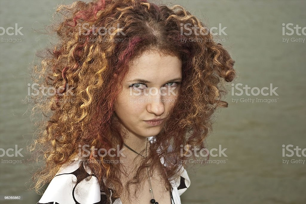 coquettish 꼬불꼬불한 여자아이 인물 사진 royalty-free 스톡 사진