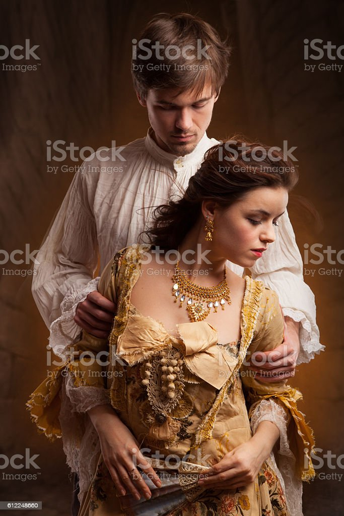 portrait of couple in historical costumes on dark background foto