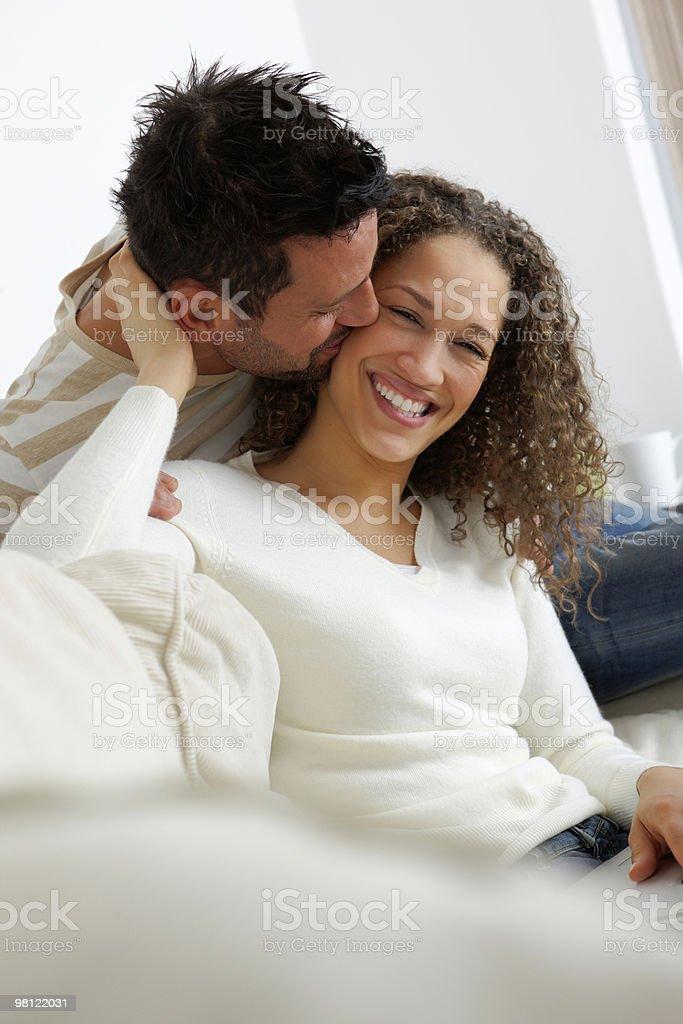 인물 포근함 커플입니다 함께 앉아 집에서요 royalty-free 스톡 사진