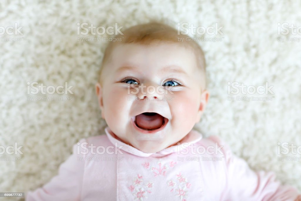 Porträt von cute adorable neugeborenes Kind – Foto