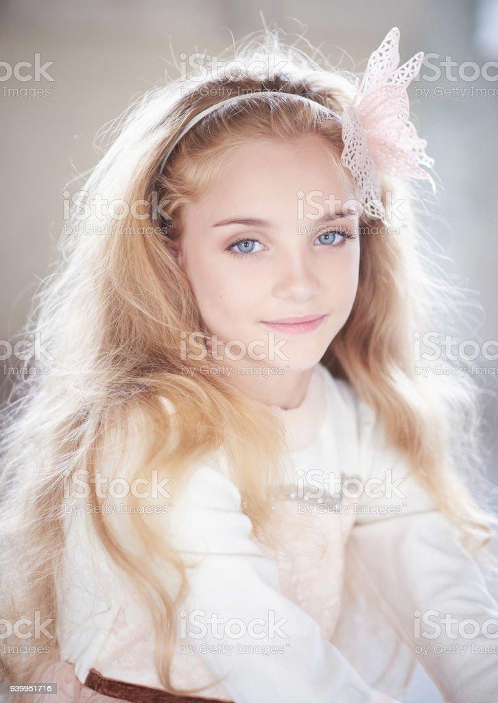 Blaue Teen Brünette Augen Welcher Teen