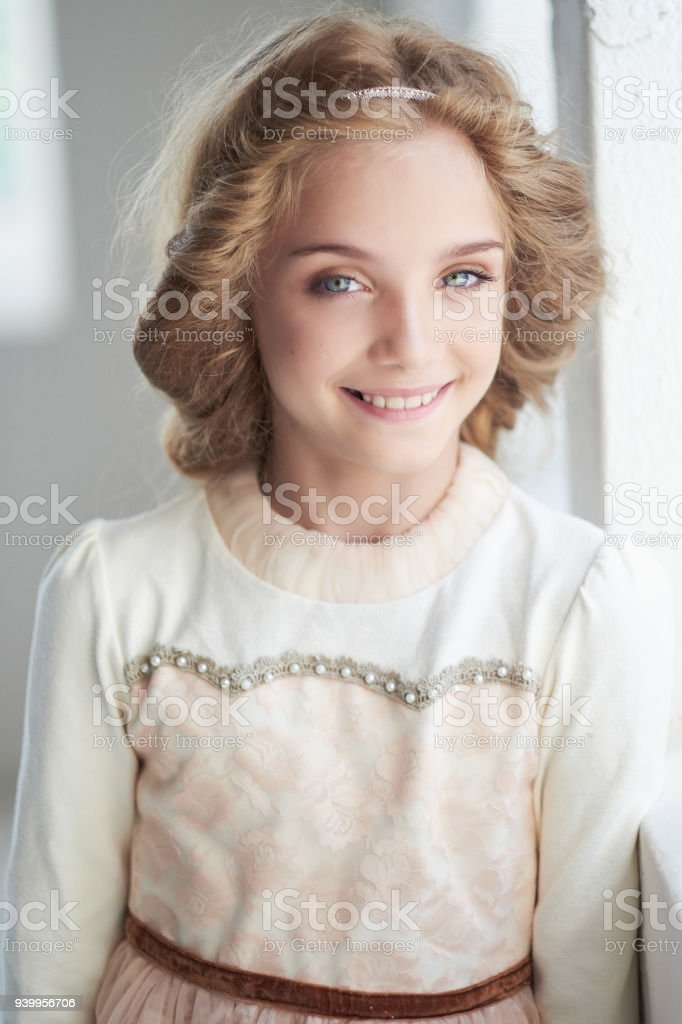 Brünette Blaue Augen Teen