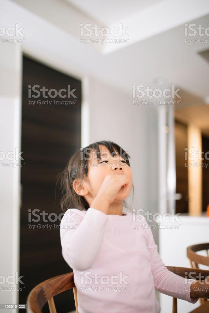 家での娘の肖像 ストックフォト
