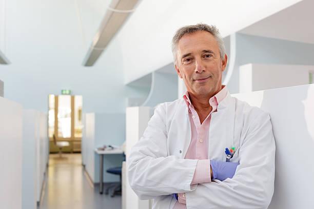 Porträt von Zahnarzt in seinem Büro – Foto